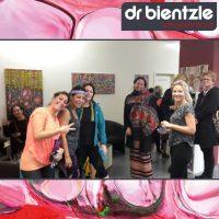 Entspannte Stimmung bei der Vernissage von Klara Morgenstern im dr.bientzle Gesundheitsclub Grötzingen