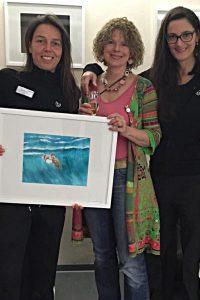 Michaela Mall, Ann-Kathrin Busse und Tanja B. Hammer (v.l.n.r.) bei der Vernissage